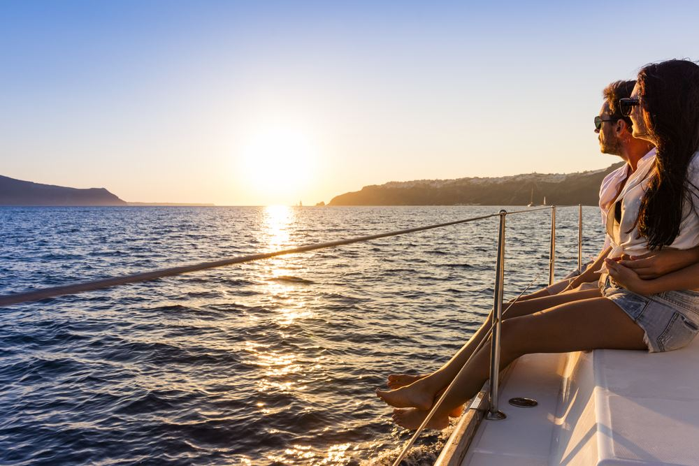 Vela al atardecer en Menorca