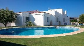 Gran villa en venta en Sol del Este en Menorca con vistas panorámicas