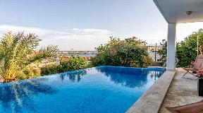 Maravillosa villa con piscina en Cala Llonga en Menorca con vistas al puerto de Mahón