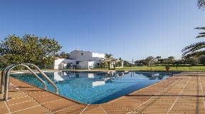 Encantadora casa familiar de dos plantas en Mahón con una impresionante piscina