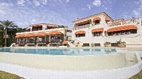 Villas en primera línea en Cala Llonga con espectaculares vistas al Puerto de Mahón