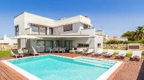 Atractiva y moderna villa de 3 dormitorios en venta en Son Carrio