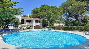 Atractivas villas en primera línea en venta en parcela de 836m² en Cala Galdana