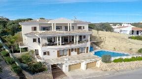 Lujosa villa en primera línea en venta en Mahón con impresionantes vistas al puerto