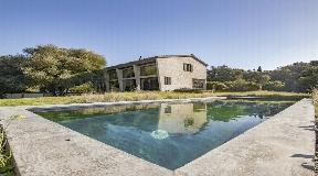 Atractiva villa de campo de dos plantas en venta en Mahón