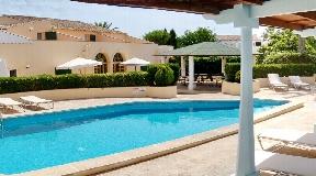 Hotel en buen estado con 8 habitaciones y baño en Menorca en venta