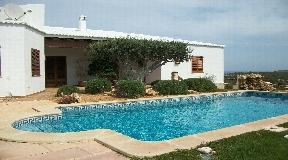 Dos villas con 356 metros cuadrados de superficie habitable en la hermosa ubicación de Cala llonga en venta