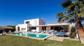 Villa moderna en la costa sur de Menorca cerca de la playa en venta