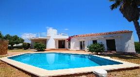 Magnífica villa en excelente estado equipada con piscina privada en Binibeca