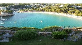 Chalet en Cala Galdana en primera línea con impresionantes vistas al mar y amplios terrenos en venta