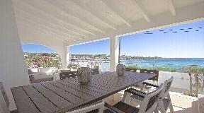 Chalet de lujo en primera línea en venta en Punta Prima en Menorca
