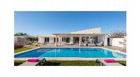 Villa moderna con piscina en Menorca en Binidali en venta