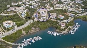 Preciosa villa moderna con vistas a la desembocadura del puerto y Cala Llonga en venta