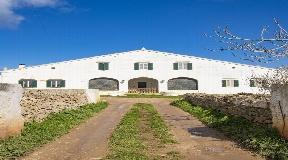 Dos maravillosas propiedades están a la venta aquí en Menorca