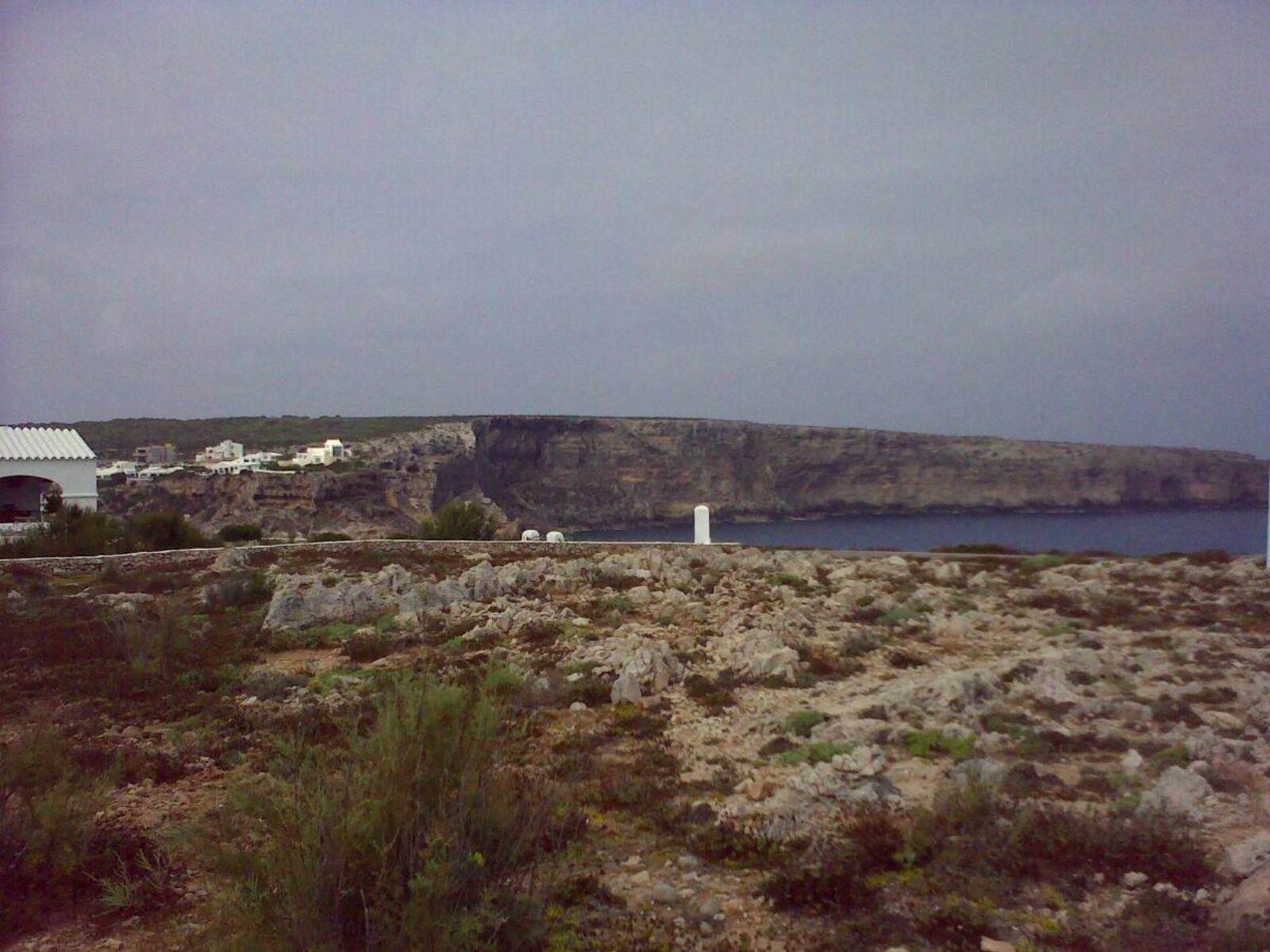 Terreno edificable en primera línea del mar Mediterráneo en Calla Morell