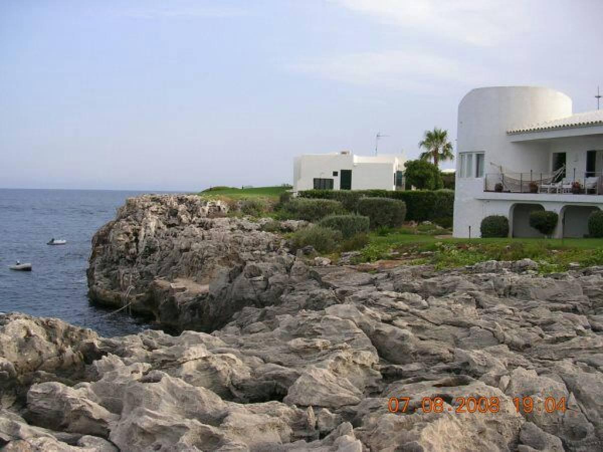 Villa en Menorca en primera linea del mar en venta