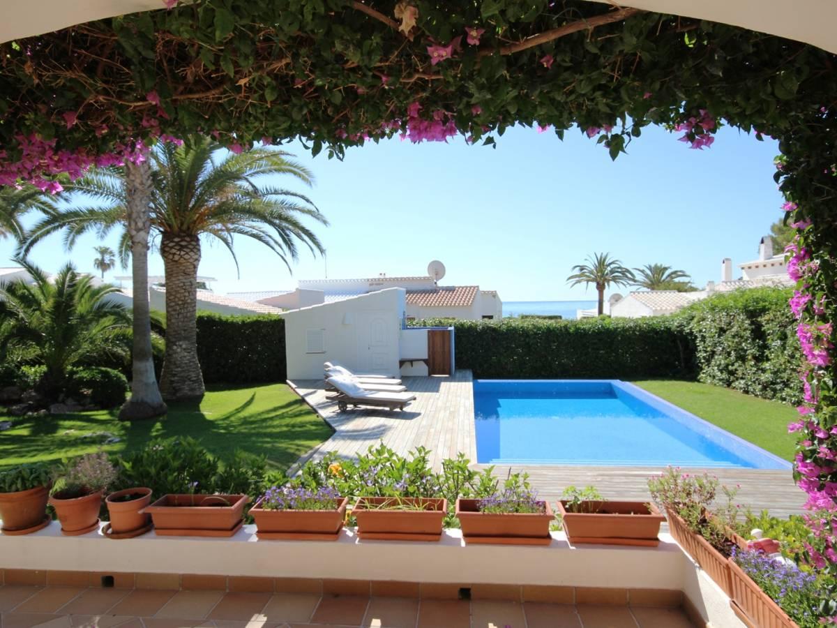 Villa de estilo mediterráneo con maravillosas vistas sobre el Mediterráneo en Cap den Font- Menorca