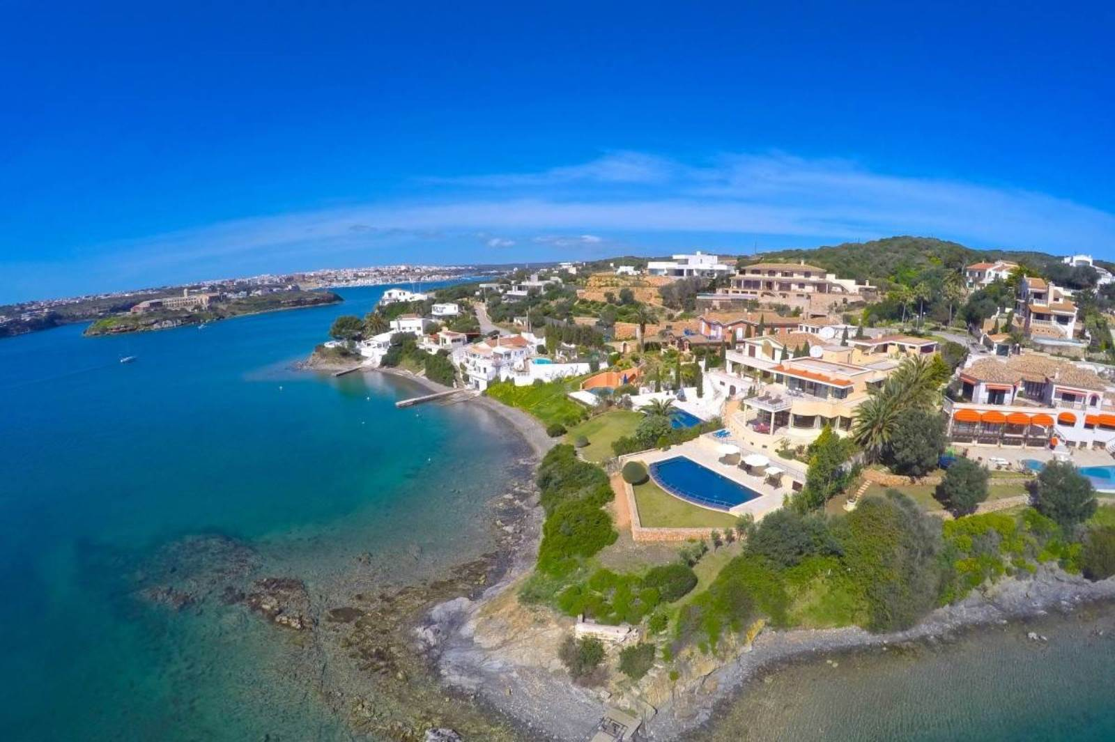 Frontline en el puerto de Mahón en venta con vistas espectaculares
