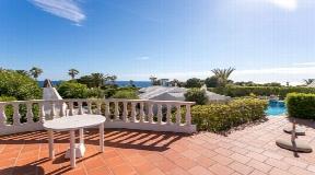 Increíble parcela 2 villas separadas con piscina y magníficas vistas al mar de Bindali