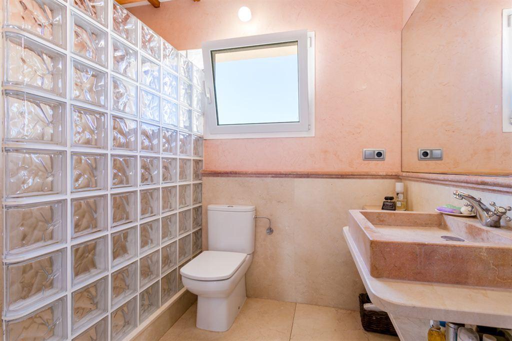 Villa completamente renovada en Mahon en venta