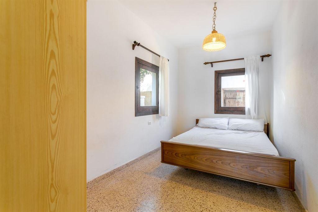 Casa con acceso directo al mar y 2 unidades de vivienda separadas y garaje en Addaia