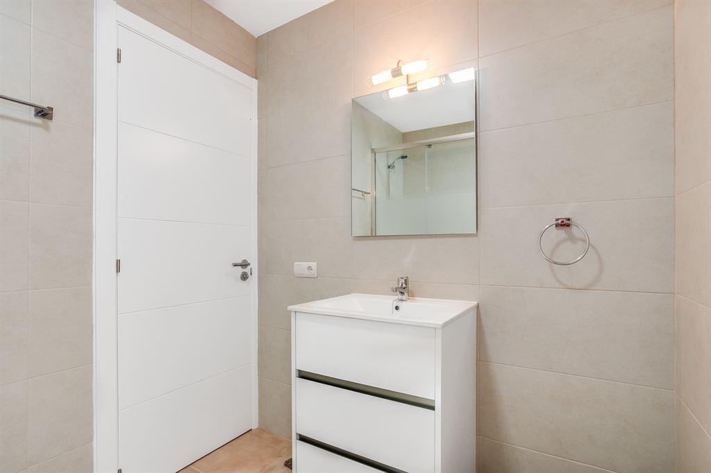 Bonito complejo cerrado en venta con 6 bonitos apartamentos, en Arenal d'en Castell con vistas al mar