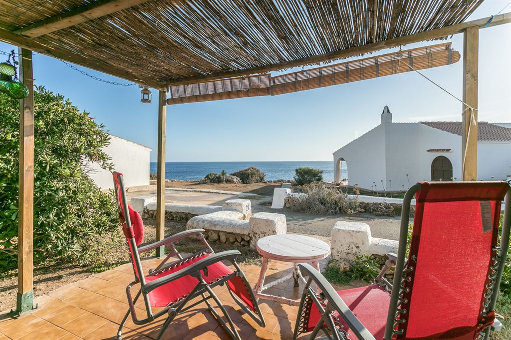Típica villa menorquina en venta con vistas al mar en Binibeca