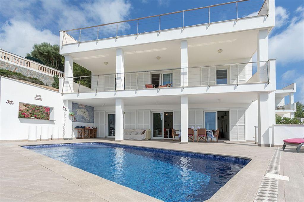 Nueva villa en venta en Cala Llonga con bonitas vistas al puerto de Mahón