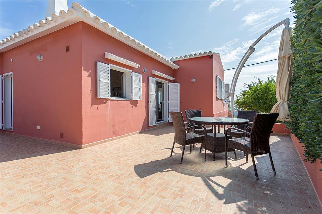 Se vende magnífica villa con vistas al mar en Punta Prima
