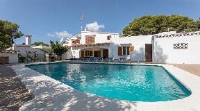 Villa visible en venta en Cala Galdana con licencia turística