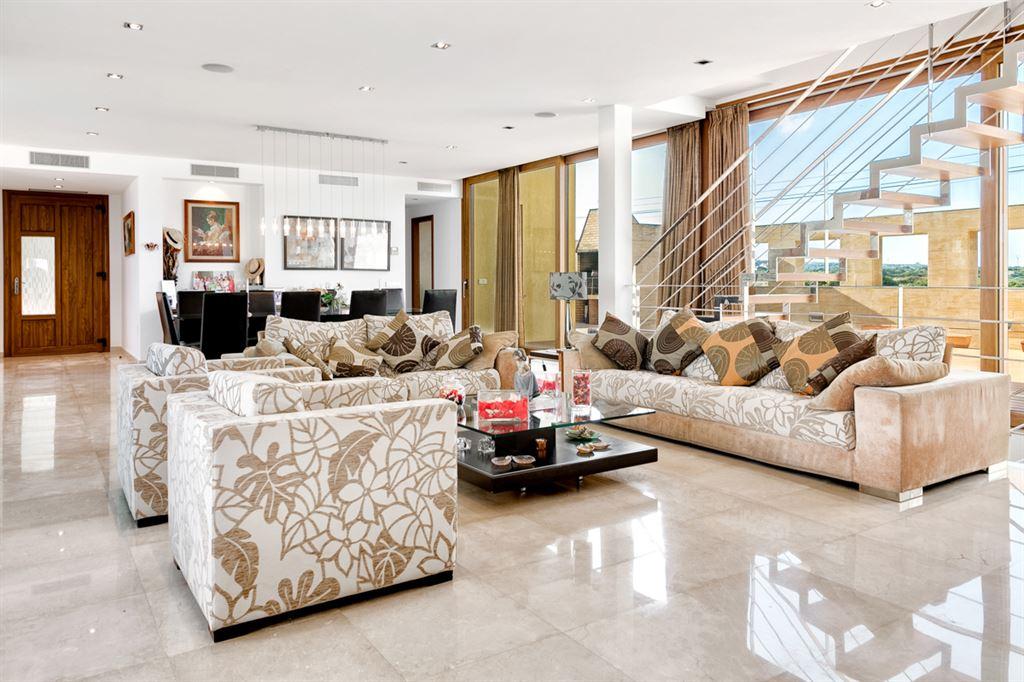 Villa moderna en venta en primera línea del mar de Ciutadella en Menorca