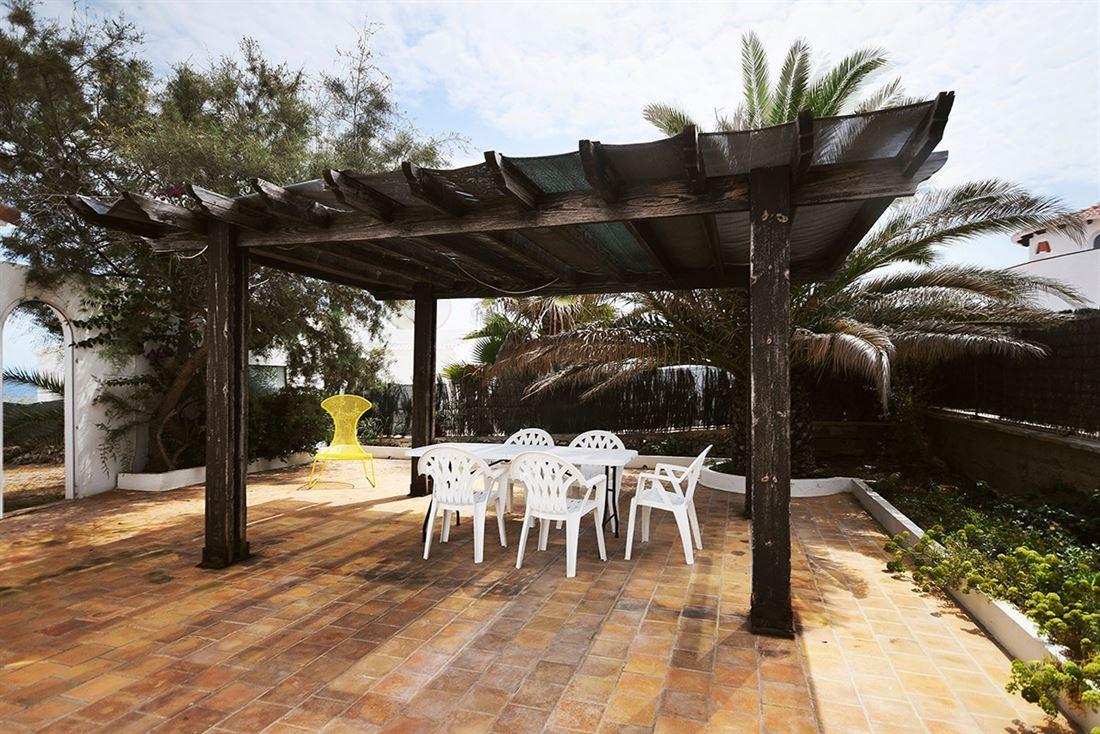 Bungalow en primera línea con piscina y jardín en S'Algar en venta
