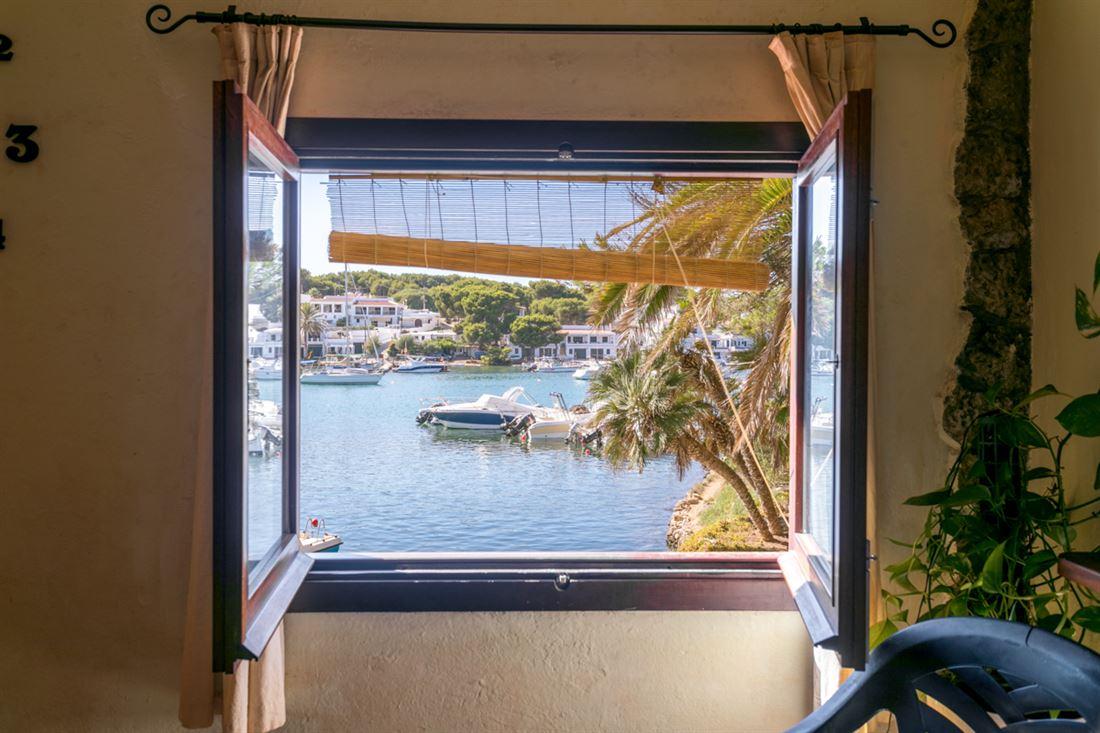 Villa con acceso directo al mar y 2 unidades residenciales separadas en Addaia
