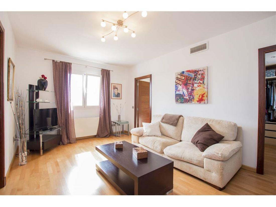 Villa moderna en venta en el centro de Mohan