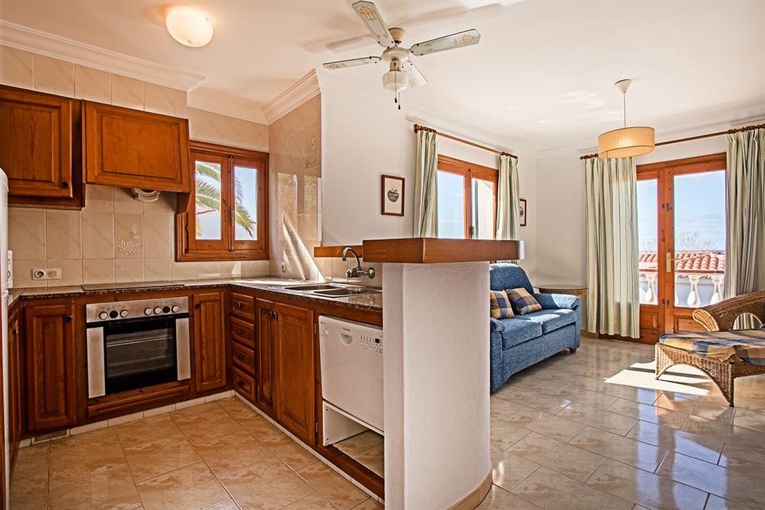 Amplia villa con 2 apartamentos, piscina y vistas al mar en Son Bou