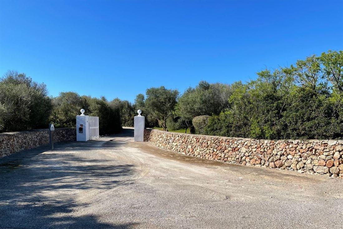 Propiedad con piscina y licencia de alquiler turístico en Sant Lluís