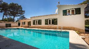 Encantadora villa con piscina y licencia turística junto al bosque en Son Parc y a 5 minutos de la playa